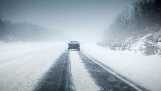 Sfaturi pentru a conduce în siguranță pe zăpadă și gheață